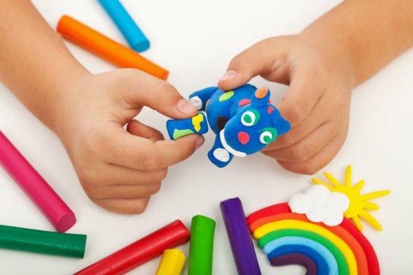 plastilina dezvolta creierul copilului